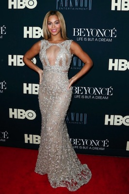 photos-best-dressed-list-2013.sw.41.ss16a-beyonce-best-international-dressed-list-2013