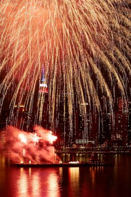 Macy's 4th of July Fireworks - Photo credit Kent Miller Studios-Macy's, ... (2)-min